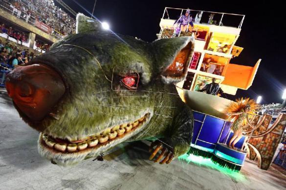 Карнавал в Рио: победило правительство в виде огромной крысы. Карнавал в Рио