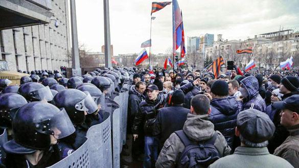 В Донбасе по обвинению в попытке переворота задержан лидер пророссийских сил Михаил Чумаченко. 290263.jpeg