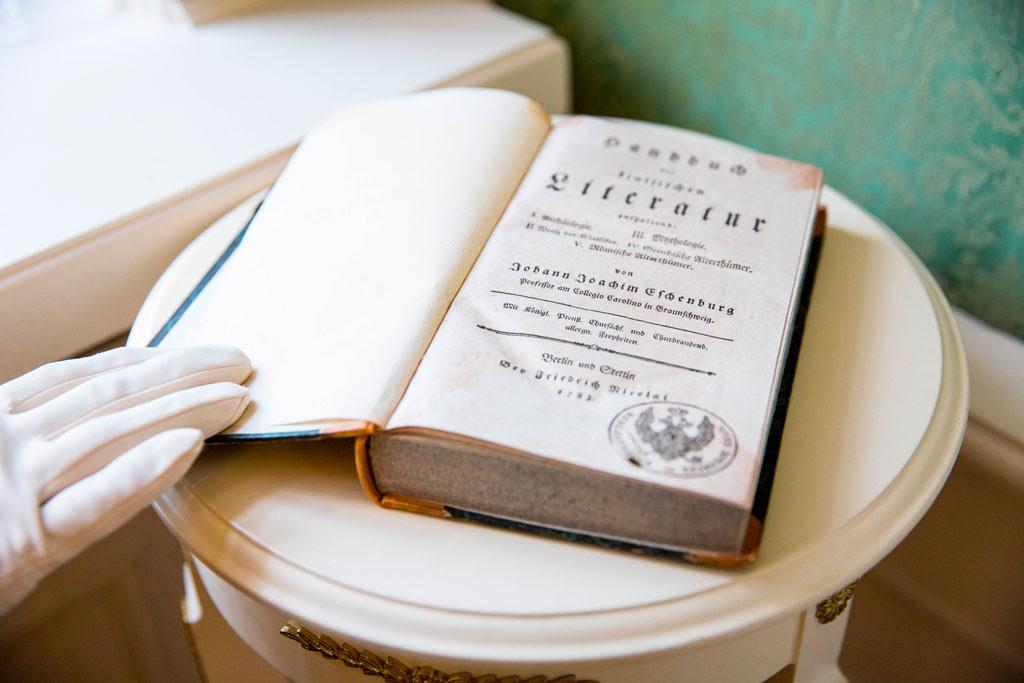 Книга из библиотеки Екатерины II вернулась в Царское село. Книга из библиотеки Екатерины II вернулась в Царское село