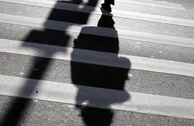 В Пермском крае микроавтобус сбил трех детей на зебре один погиб. В Пермском крае микроавтобус сбил трех детей на зебре один