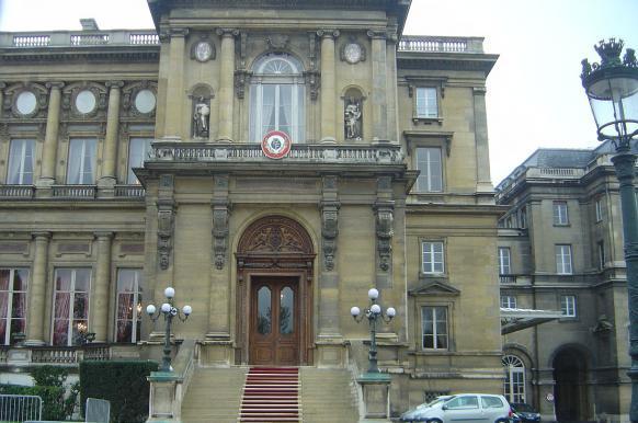МИД Франции оштрафовали за низкий процент женщин на ведущих постах.