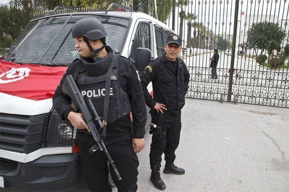 Туристов в Тунисе расстрелял аниматор. полиция в Тунисе