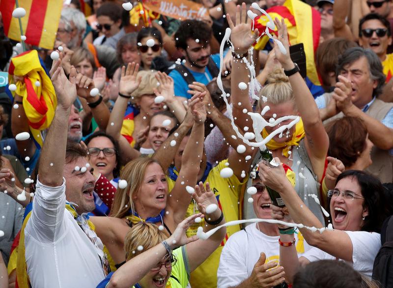 Каталонии дали три дня на отмену независимости. Каталонии дали три дня на отмену независимости
