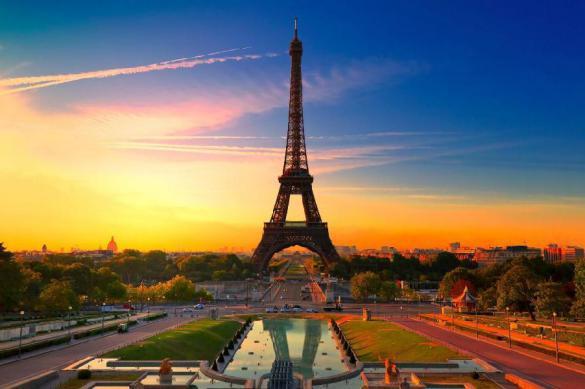 В Париже из-за коронавируса закрыли набережные вдоль Сены. Париж