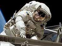 Астронавты прервали выход в космос из-за проблем со скафандром