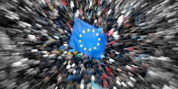 В Кишиневе под флагами Евросоюза прошел митинг с требованием объединения Молдавии с Румынией. стремление в ЕС