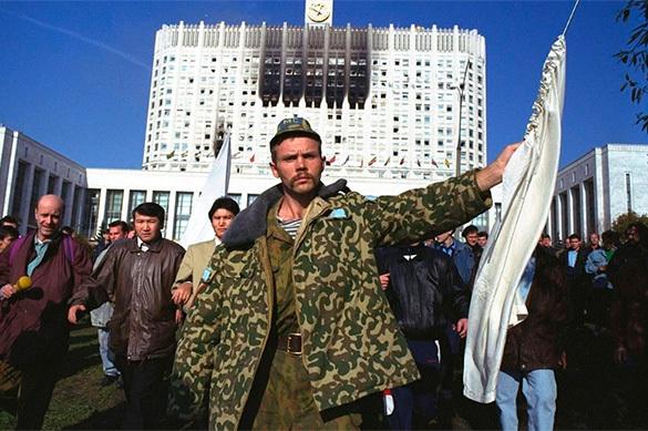 Социологи: Россияне обвиняют в бойне-1993 Ельцина и хаос в стран