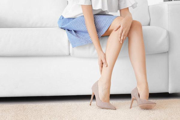 Что делать с шишкой на пальце?. косточка на ноге
