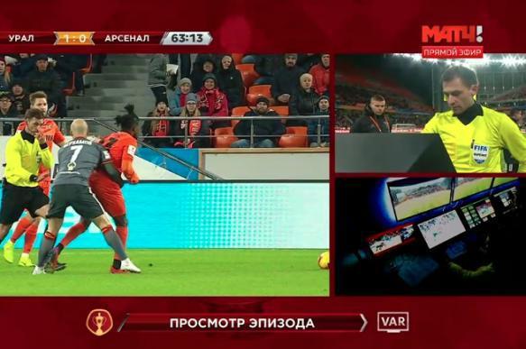 Впервые в российском футболе была использована система видеопомощи арбитрам. 402271.jpeg