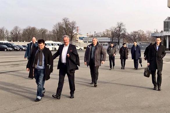 Власти Украины снова опозорились: то ширинка, то подвороты
