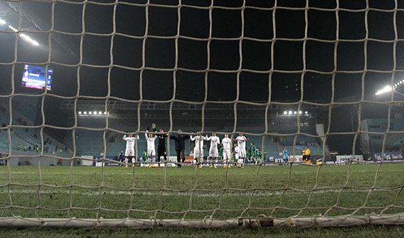 Форвард сборной Аргентины отвечал поклонникам в