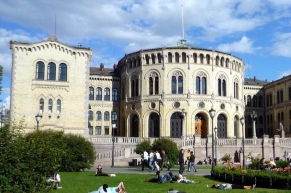 В Норвегии глава парламента лишился должности из-за растрат. В Норвегии глава парламента лишился должности из-за растрат