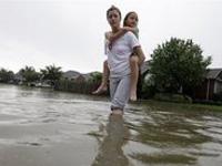 Разрушительный торнадо привел к затоплению техасского округа