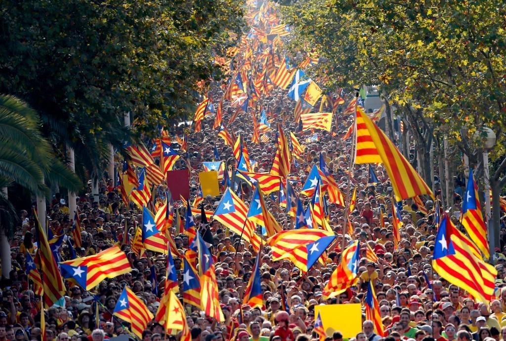 Мадрид уволил главу полиции Каталонии и распустил Женералитет. Мадрид уволил главу полиции Каталонии и распустил Женералитет