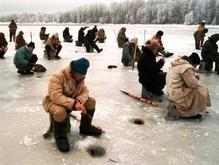 Во Владивостоке спасли унесенных на льдине рыбаков