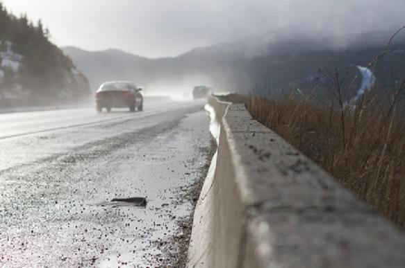 Украинские водители решили собственными силами отремонтировать «дорогу в ад». 396280.jpeg
