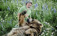 Медведь стал шафером на свадьбе голливудской звезды и