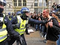 Французским бунтовщикам запретили носить капюшоны