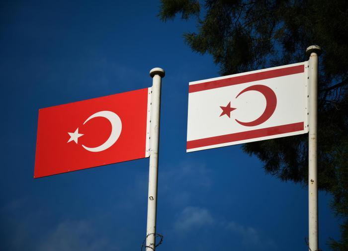 Флаги Турции и ТРСК