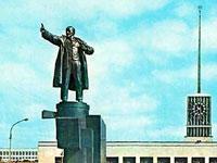 Поврежденный памятник Ленину на броневике отправлен на