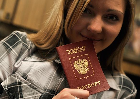 Российский паспорт становится желанным для жителей Латвии. паспорт