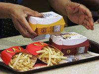 Официантку McDonalds уволили за экстра-шоколад в мороженном. 277291.jpeg
