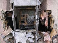 Воры похитили банкомат вместе с куском стены
