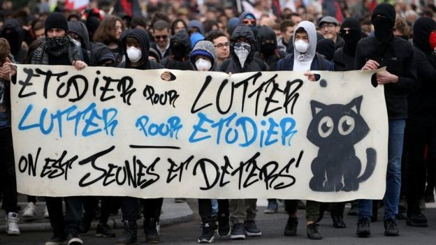 Во Франции проходит массовая забастовка против реформ Макрона. Во Франции проходит массовая забастовка против реформ Макрона