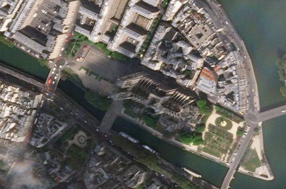 Опубликован первый космический снимок Нотр-Дам-де-Пари после пожара.