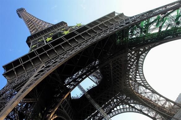 Эйфелеву башню защитят пуленепробиваемой стеной за 20 млн евро
