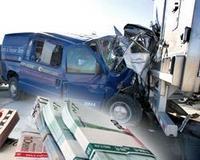 Инкассаторский автомобиль столкнулся с фургоном, перевозившим