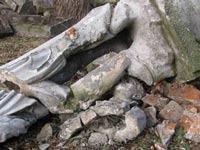 На Украине идет война с захоронениями советских солдат