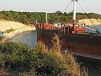 В Хабаровском крае танкер с 550 тоннами дизельного топлива сел