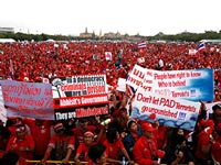 В Бангкоке проходит масштабная антиправительственная акция