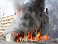 Иранские оппозиционеры подожгли штаб сторонников президента