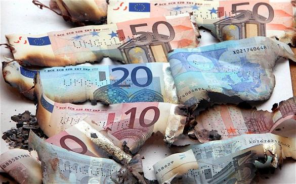 Василий Колташов: Хотя ЕС и не присоединял Крым, евро будет слабеть. Василий Колташов: Хотя ЕС и не присоединял Крым, евро будет слаб
