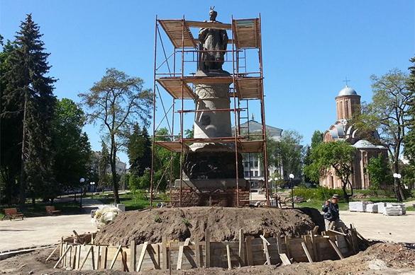Памятник Богдану Хмельницкому в Чернигове развернули спиной к Мо