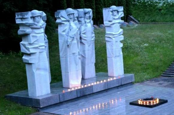 В Литве мемориалы красноармейцам признали самовольными, а фамилии — лживыми. В Литве мемориалы красноармейцам признали самовольными, а фамили
