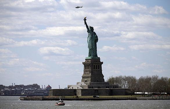 Нью-Йорк: из-за угрозы взрыва с Либерти-Айленд эвакуировали посетителй. Статуя Свободы