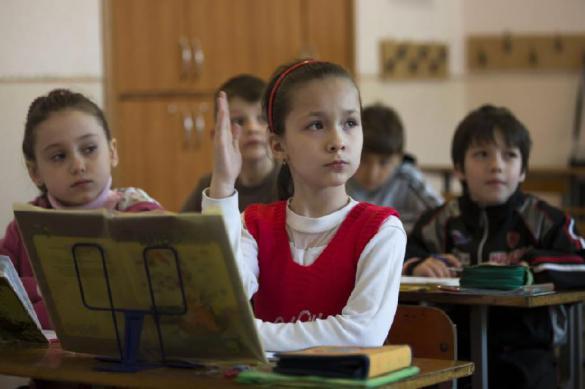Российских учителей лишат денег за жестокость к ученикам.