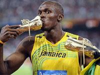 Чемпиону мира по легкой атлетике подарили кусок Берлинской стены