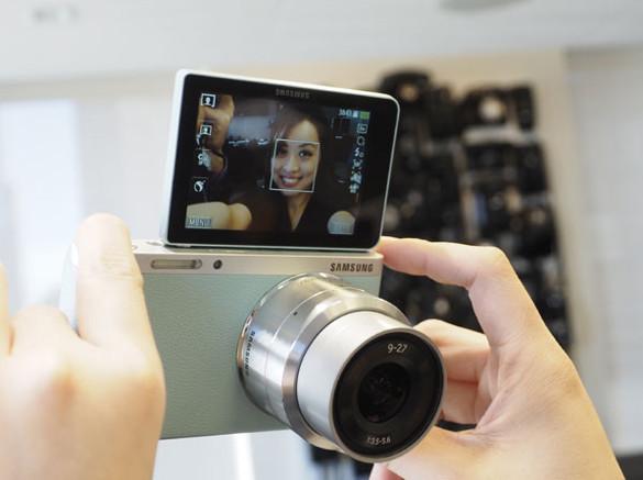 Фотоаппарат с экраном для селфи