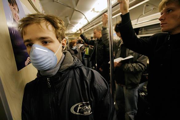 Вирусолог о гриппе: Эпидемический скачок был. ВОЗ не угадала с вакциной для Северного полушария. Пассажир метро в медицинской маске