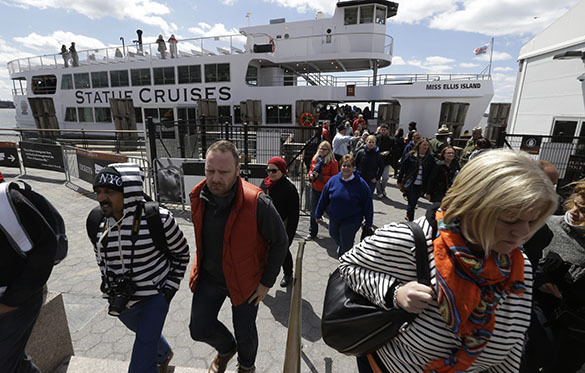 Нью-Йорк: из-за угрозы взрыва с Либерти-Айленд эвакуировали посетителй. Либерти-Айленд, эвакуация посетителей
