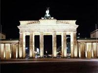 Берлин начал праздновать юбилей падения стены