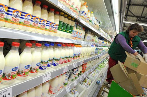 Магазины предупредили о возможном дефиците молока, творога, сыра и сметаны. 399306.jpeg