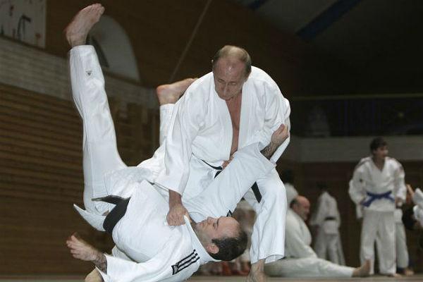 Путин в кимоно