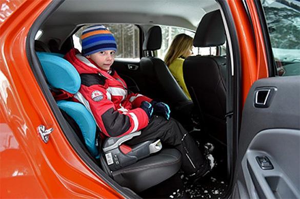 Родителям и водителям разрешили возить детей без автокресел