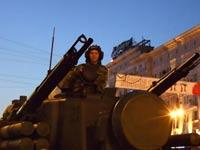 В центре столицы выстроились танки