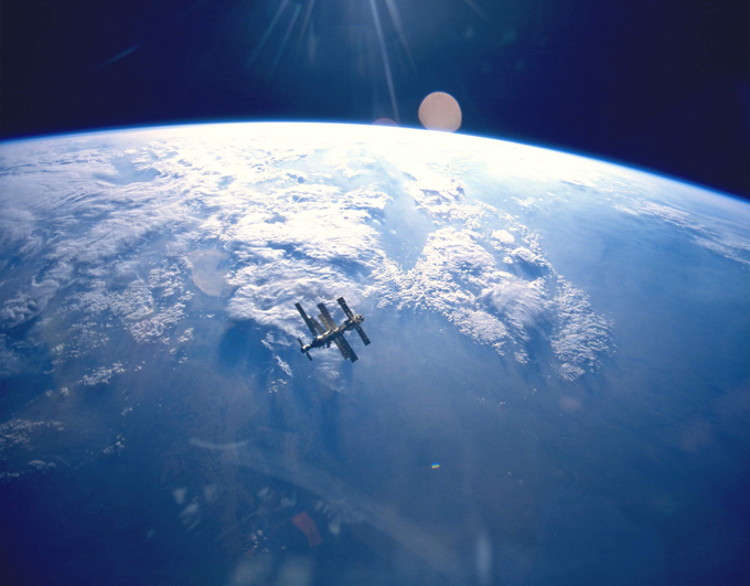 Женщина-космонавт Елена Серова обещала звонить с орбиты домой. 299311.jpeg